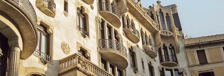 Casa Fuster en Barcelona con apartamentos de alquiler vacacional Perfect Holidays